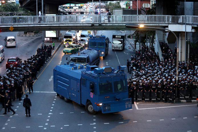 Politie in Bangkok op de dag van de demonstraties.