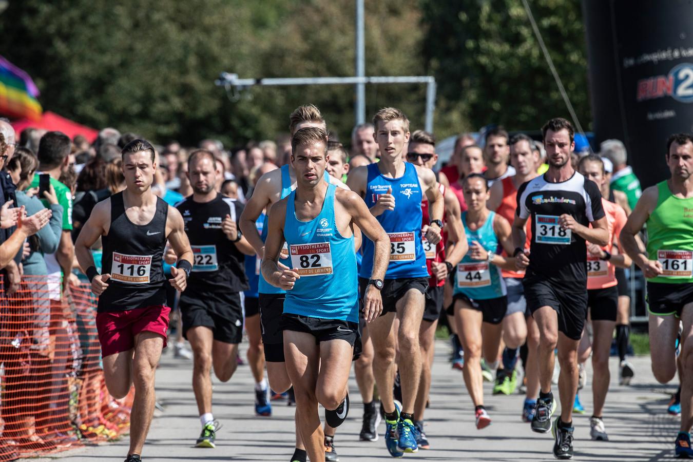 De Bert Timmer Memorialloop, de start van de vijf kilometer in Duiven.