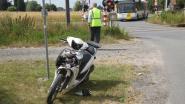 Bromfiets tiener (18) tegen trein nadat paard schrikt van lawaai