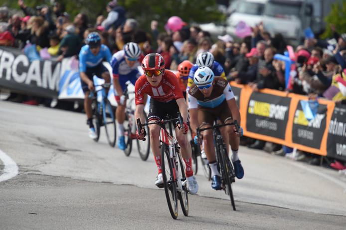 Sam Oomen in de zesde Giro-etappe.