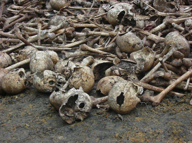 De botten van slachtoffers die de oorlog in Liberia niet overleefden.
