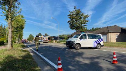 Gemeentearbeiders trekken gasleiding over: Mechelbaan (N15) uurtje afgesloten