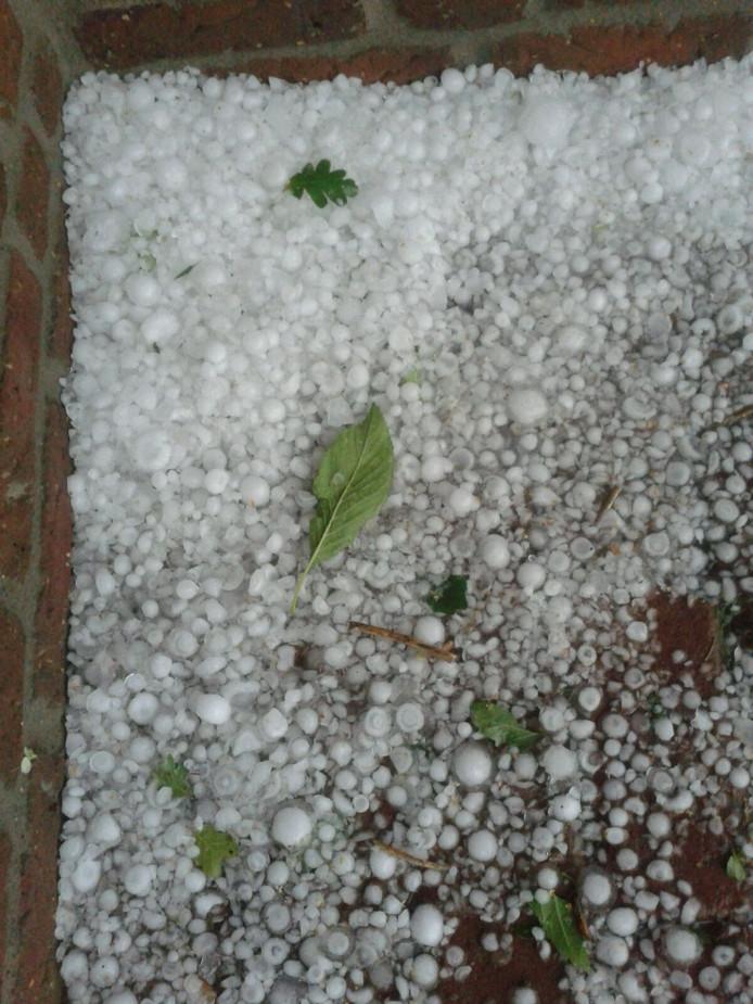 Hele grote hagelstenen in Heeze