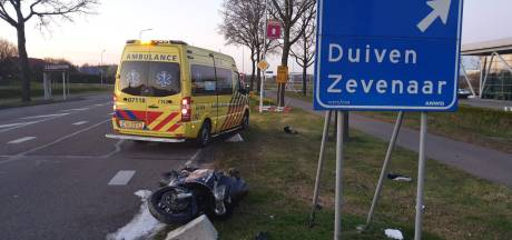 Motor vliegt in brand na crash in Westervoort