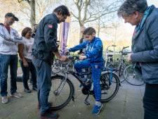 ANWB maakt fietsloze kinderen blij: 'Nu hoef ik niet meer zo lang te lopen'