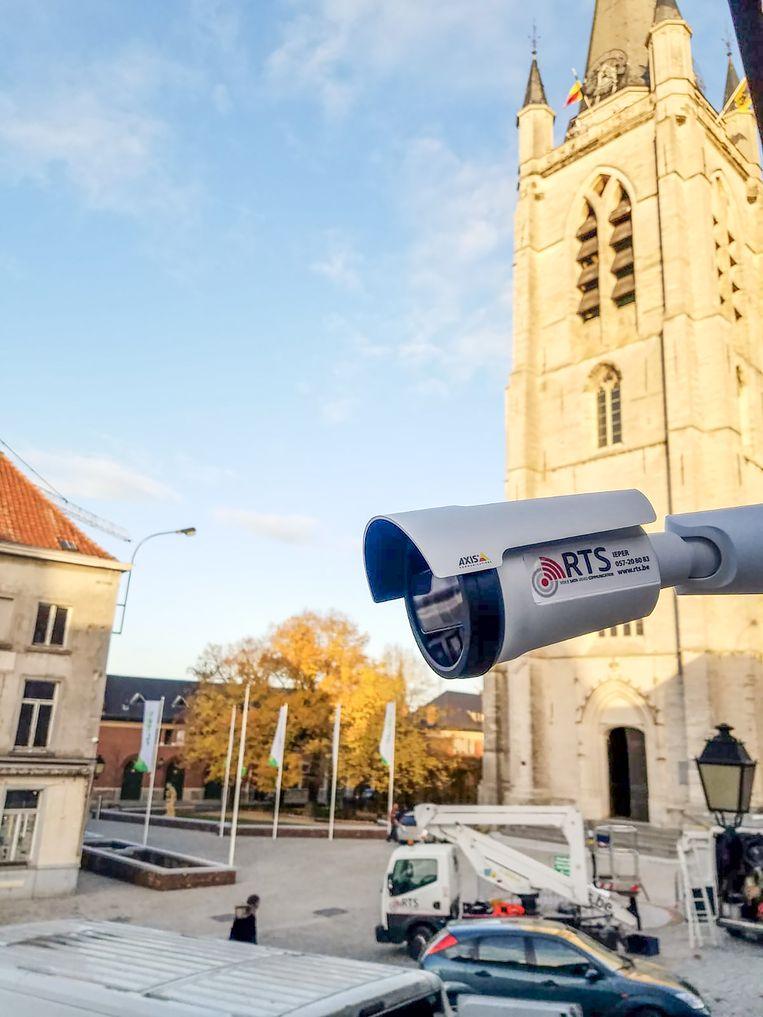 Onder meer op enkele plaatsen nabij de Sint-Hermeskerk komen nieuwe camera's.
