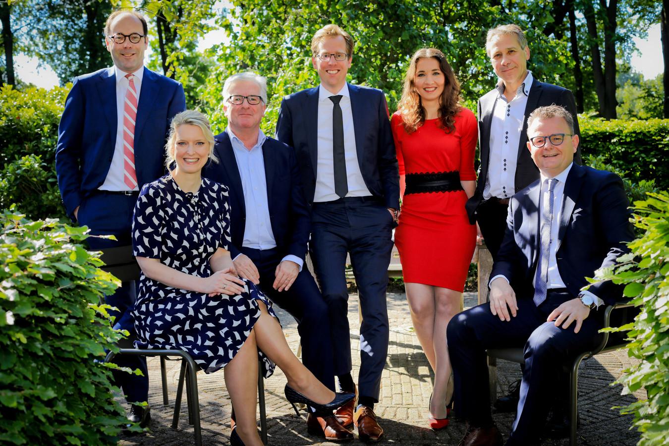 Het nieuwe college van Gedeputeerde Staten, met van links naar rechts Martijn van Gruijthuijsen (VVD), Marianne van der Sloot (CDA), Erik van Merrienboer (PvdA), Christophe van der Maat (VVD), Anne-Marie Spierings (D66), Rik Grashoff (GroenLinks) en Renze Bergsma (CDA).