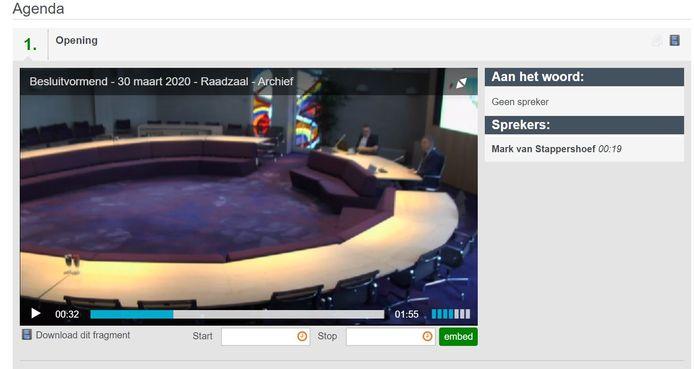 Videostill van de uiterst korte gemeenteraad maandagmiddag.