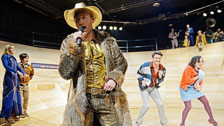 Beeld uit de voorstelling met performer Igor aan het woord. Beeld  Andreas Etter