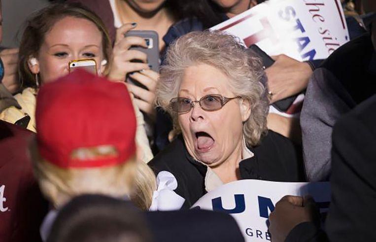 Een Trump-aanhanger ontmoet Donald Trump. Beeld null