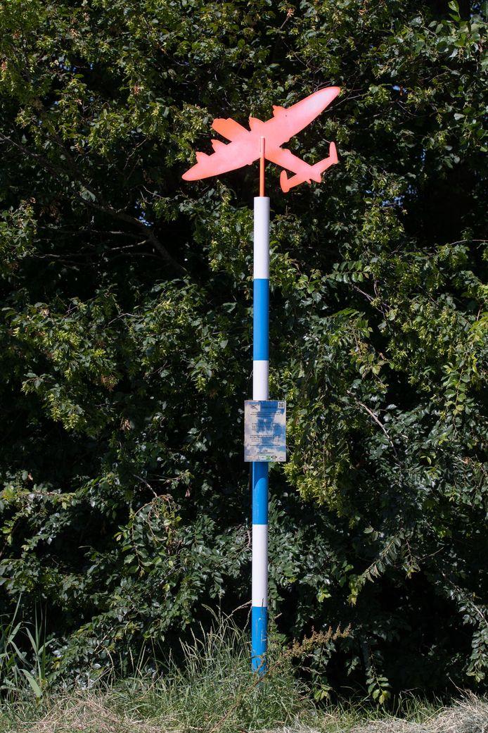Een markeringspaal aan de Alikruikweg bij Biddinghuizen.