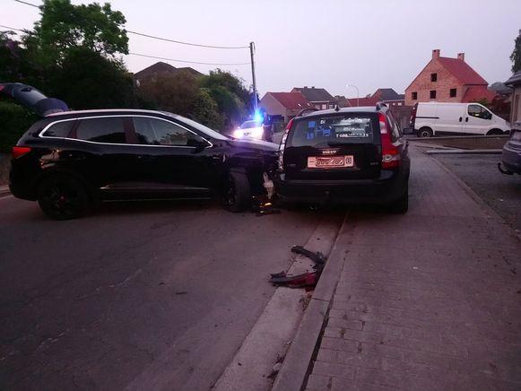 De Renault van de Aalstenaar kwam dwars over de rijweg te staan.