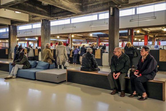 Onder meer het administratief stadhuis in Kortrijk is getroffen. (Archieffoto)