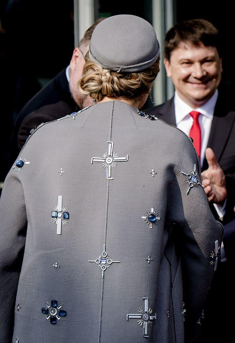 De mantel die koningin Máxima ooit droeg bij een staatsbezoek aan Duitsland. Beeld EPA