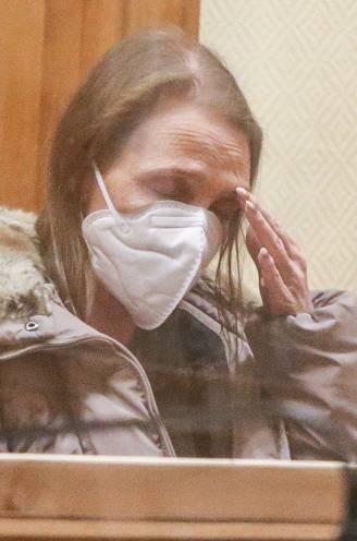 """Volgens ouders zal Alinda Van der Cruysen (47) niet overleven in de cel: """"Ze doet niets anders dan schreien"""""""