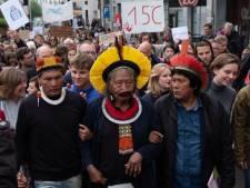 """Le chef Raoni aux jeunes qui marchent pour le climat: """"Votre combat est le nôtre"""""""