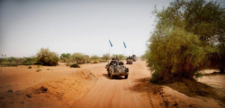 Nederlandse commando's van het Korps Commando Troepen tijdens een patrouille richting de stad Bakal. Beeld ANP