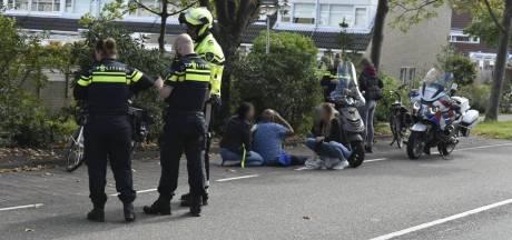 Fietser met hoofdwond naar ziekenhuis na aanrijding in Naaldwijk