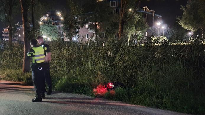 Langs de Haarweg is de afgelopen week tweemaal gepoogd een jonge vrouw van haar tas te beroven. In het eerste geval lukte dit. Gisteravond hadden de overvallers geen buit, maar liet het slachtoffer daarbij haar fiets in de berm achter.