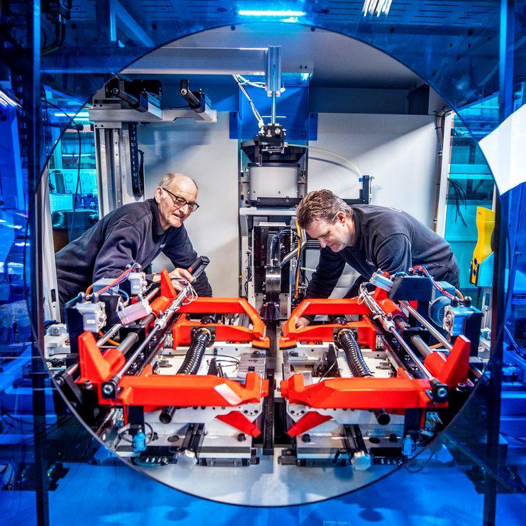 95 procent van de in Purmerend gemaakte machines wordt geëxporteerd.  Beeld Raymond Rutting / de Volkskrant