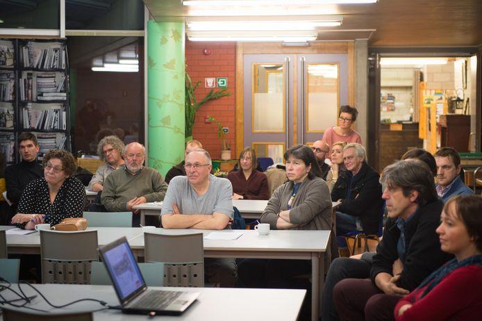 Ook Michel Leriche van actiegroep Red De Vesten (m.) was op de infovergadering aanwezig.
