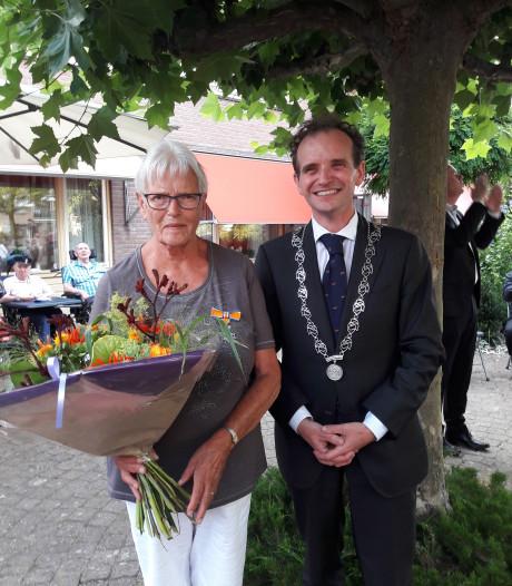 Koninklijke onderscheiding voor Annie Hubbers-Janssen uit Leuth