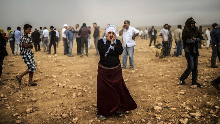 Een Turks-Koerdische vrouw in Turkije, op de vlucht voor IS. Beeld afp