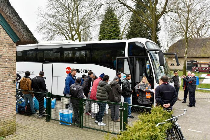Aan het einde van de ochtend vertrokken de laatste vluchtelingen van camping Droomgaard.