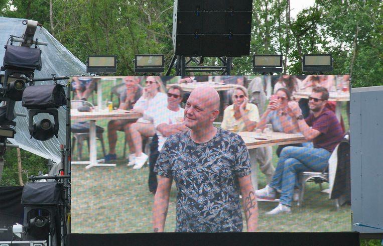 Deze man uit Holsbeek had een gedicht voor Selah Sue voorbereid.