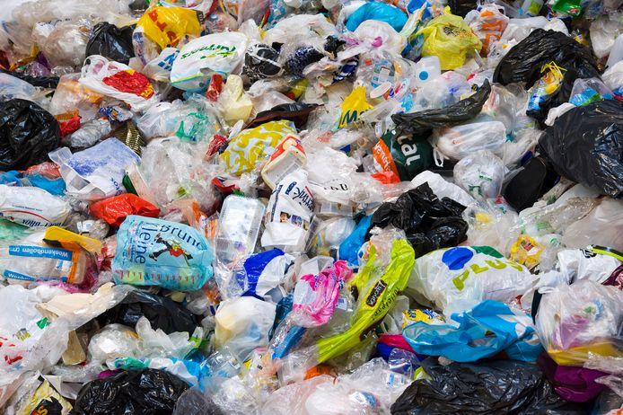 Bijna de helft van het verpakkingsafval dat nu in Haaksbergen wordt ingezameld, wordt afgekeurd door de sorteerder omdat het vervuild is.