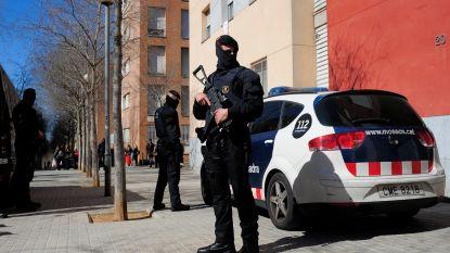 Man neergeschoten die Catalaans commissariaat binnenvalt met mes en agenten wil aanvallen