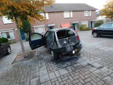Auto in brand gestoken en brandbare vloeistof door brievenbus bij gezin in Eindhoven