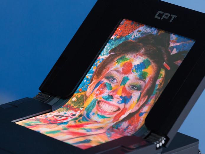 Met technologie van Holst/TNO wil SALDtech onder meer de massaproductie van opvouwbare, oprolbare en flexibele beeldschermen mogelijk maken.
