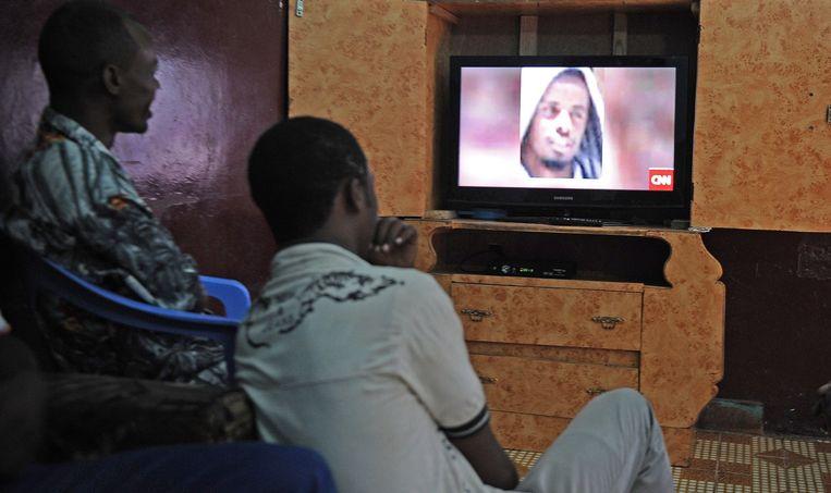 Somalische mannen bekijken het nieuws over de dood van Ahmed Abdi Godane vorige maand. Beeld afp