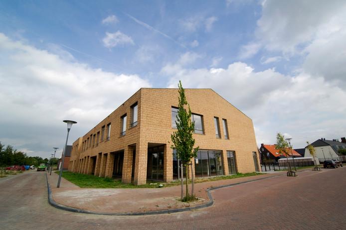 De multifunctionele accommodatie Huurlingsedam, waar wijkcentrum De Brink deel van uitmaakt.