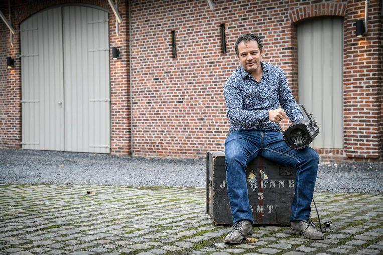 Frank Van Erum op de binnenkoer van de Rotahoeve.
