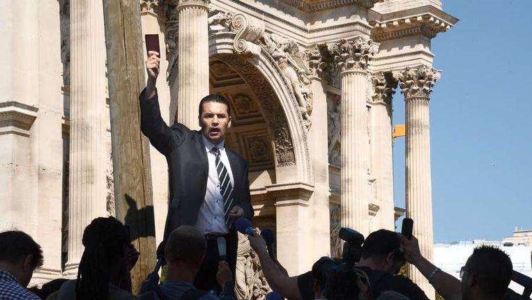 De enige manifestant in Marseille Omar Djelli.