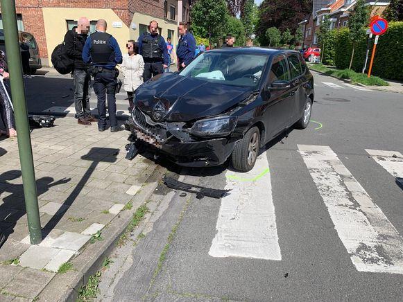 De wagen kwam uit de Winkelstraat én raakte de zijn voorligger.