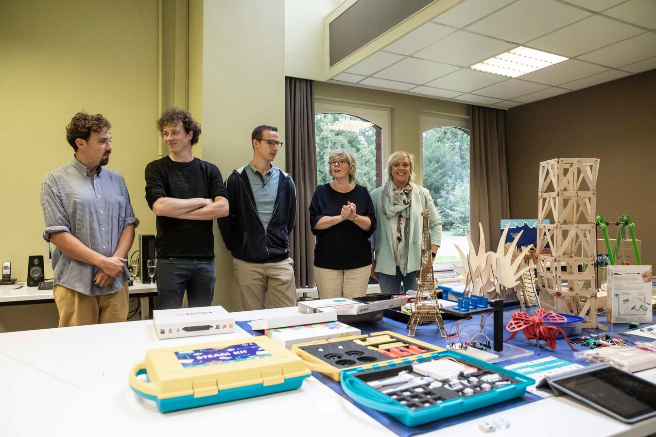Het stadsbestuur van Sint-Truiden investeert daarom in hoogtechnologisch studiemateriaal voor alle scholen op het grondgebied.