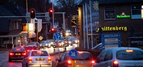 Waarschuwing voor verkeer dat vanaf A50 bij Beekbergen op de rem moet
