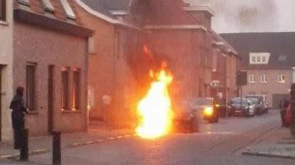 VIDEO. BMW in lichterlaaie op straat in Adegem
