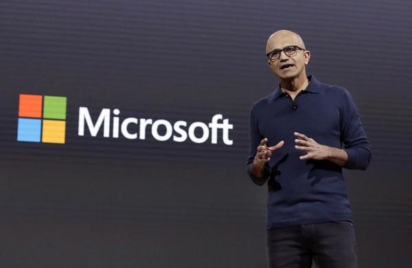 Microsoft-topman wint in de Cloud, Musk in de mist op Twitter