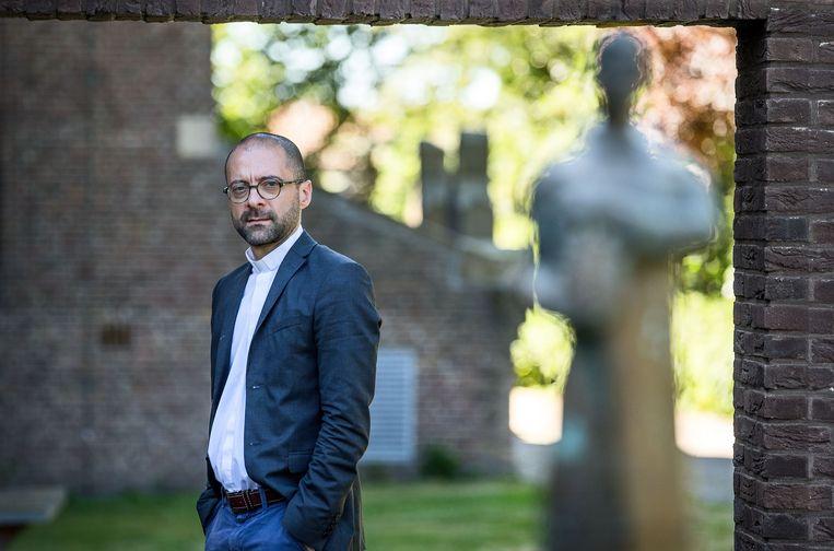 De Italiaanse theoloog Luigi Gioia in de abdij van Egmond. Beeld Jean-Pierre Jans