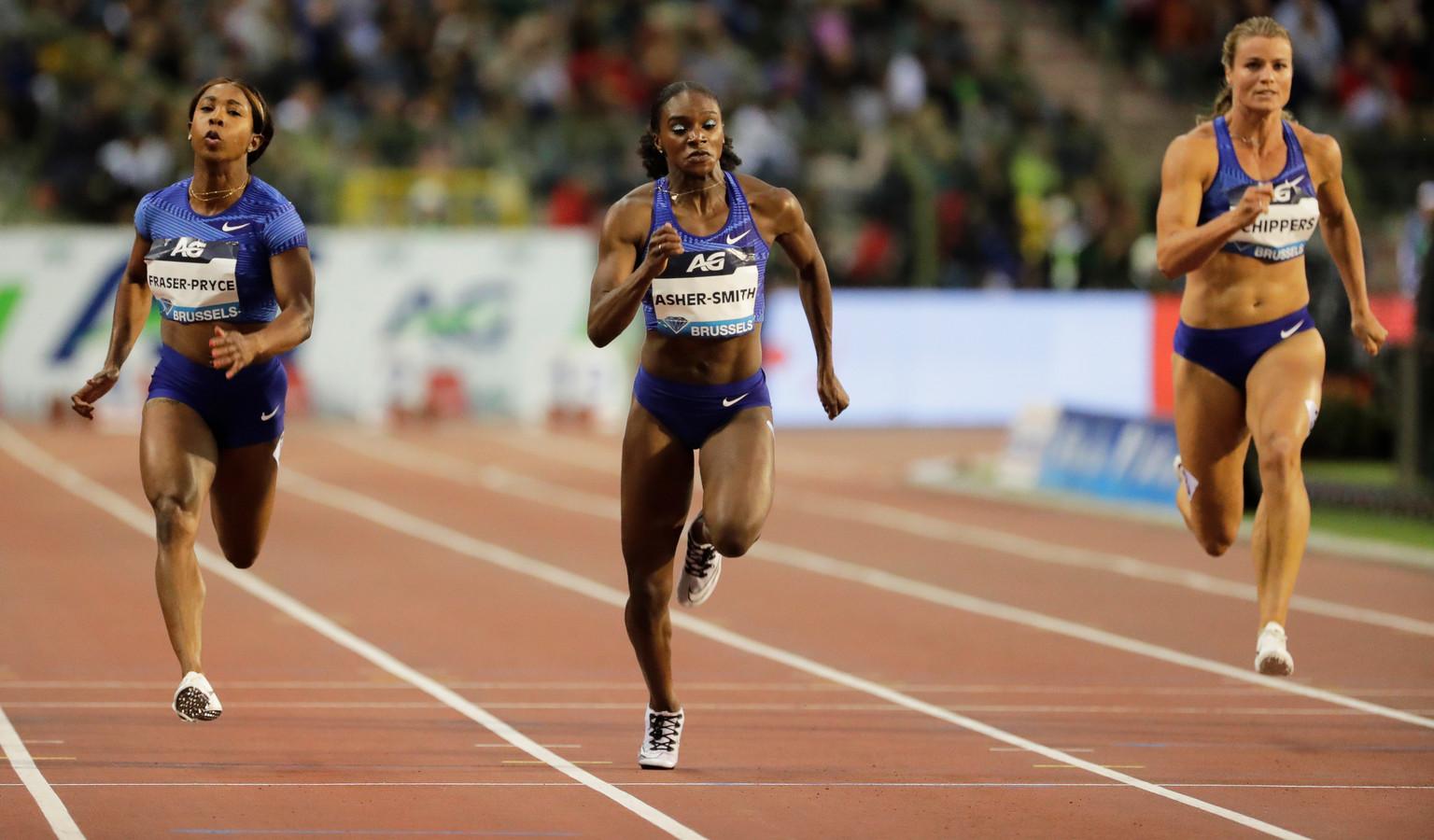 Dina Asher-Smith (midden) snelt naar de zege, rechts Dafne Schippers.