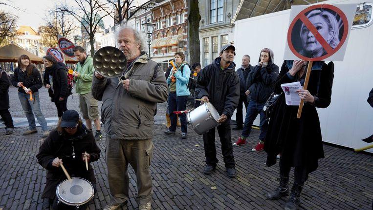 Demonstatie in Den Haag tegen de ontmoeting van Wilders en Le Pen. Beeld EPA