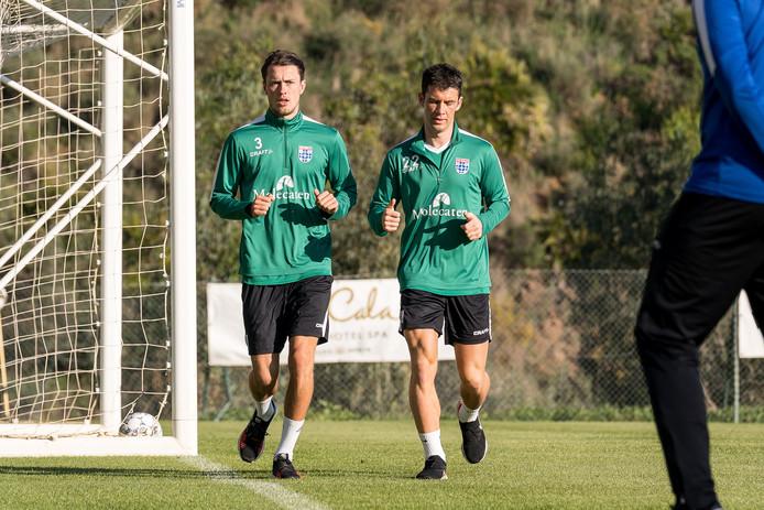 Thomas Lam (links) ontbreekt tegen Belgen, waar Pelle Clement wel fit genoeg is om in actie te komen in oefenduels van PEC Zwolle tijdens het trainingskamp in het Spaanse Mijas.