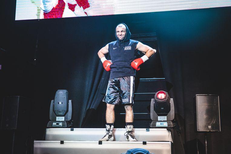 Kevin Ongenae betreedt de arena met een smile.
