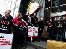 Bezorgers PostNL houden werkonderbreking in de Pijp