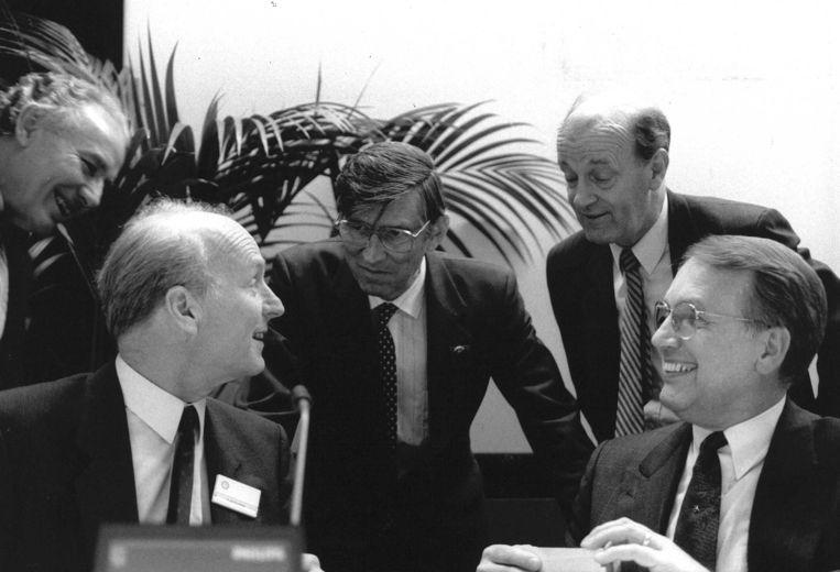 In het midden, met bril, Lo van Wachem.  Beeld ANP