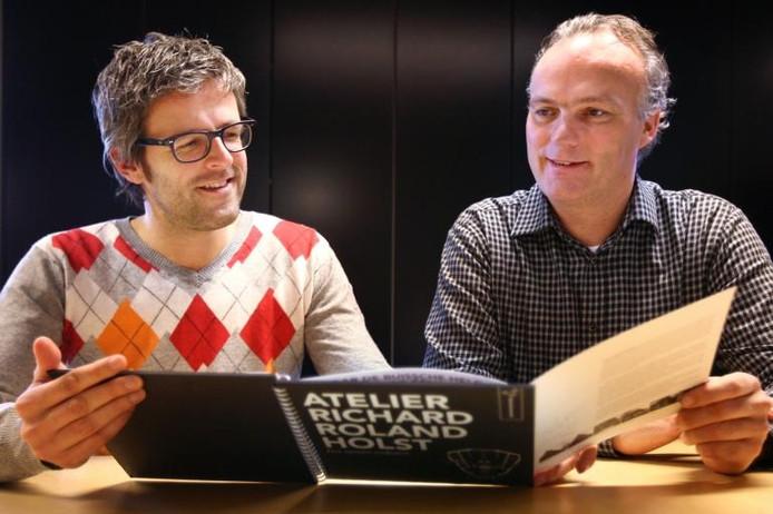 René Jansen (l) en Jonas Hagemeier zijn de ontwerpers en samenstellers van 'Atelier Richard Roland Holst; een nieuwe toekomst'. foto Ramon Mangold/het fotoburo